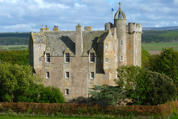 Clans castles an authentic scottish castle experience for Stay in a haunted castle in scotland